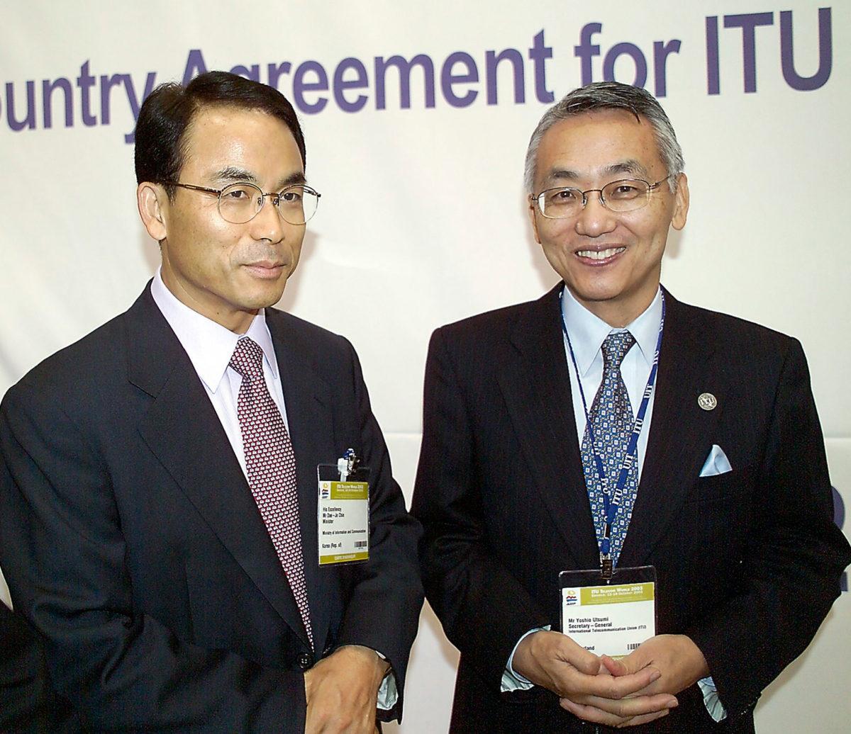 (right) Yoshio Utsumi, Secretary-General of ITU (1999-2006)